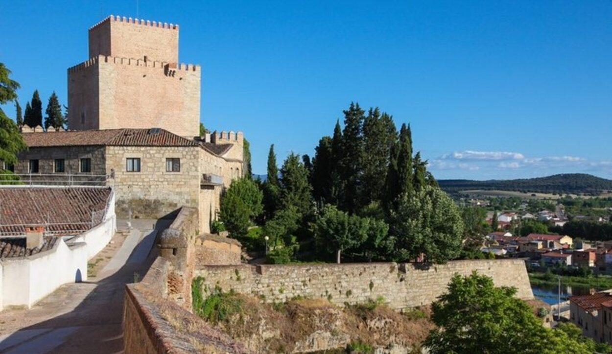 El Castillo de Enrique II de Trastámara fue construido por él mismo en el siglo XIV