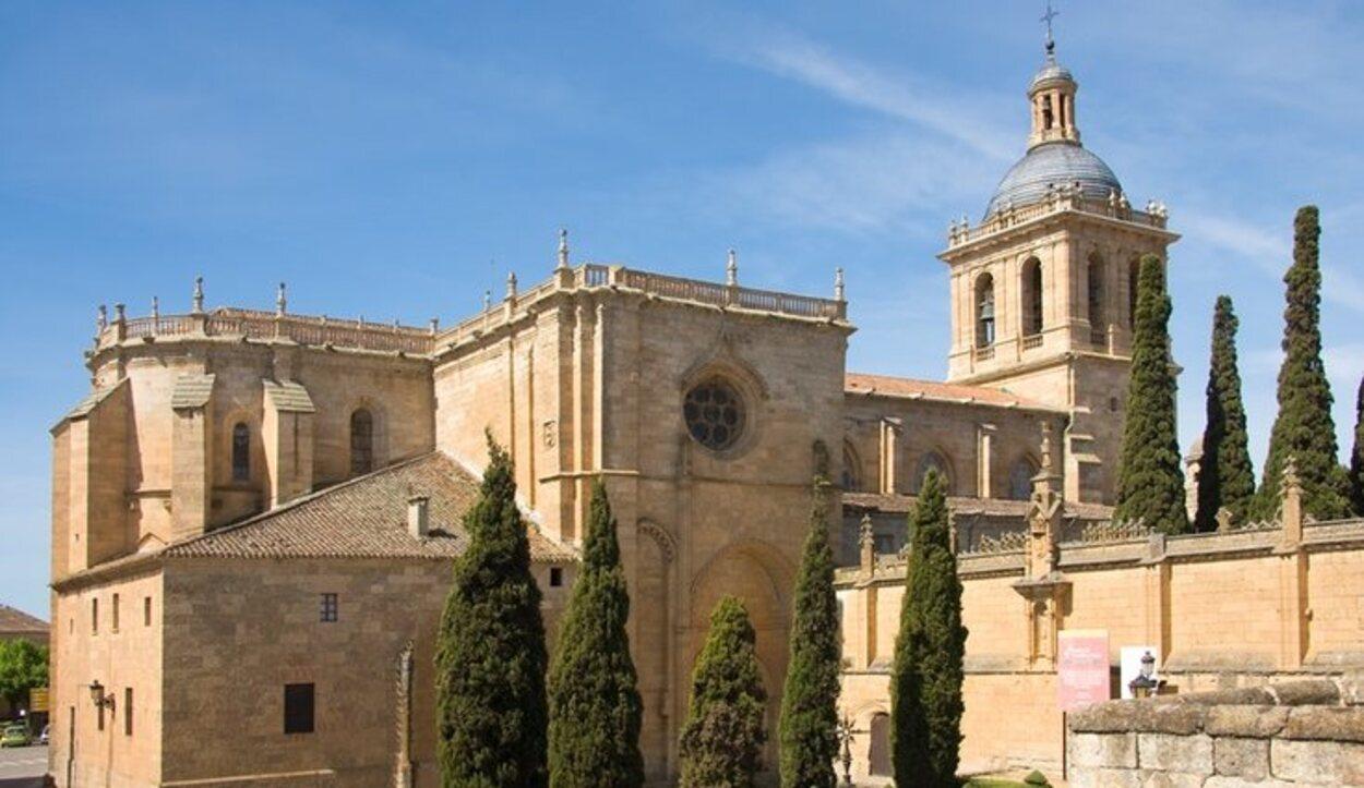 La Catedral de Santa María fue mandada construir durante el reinado de Fernando II de León
