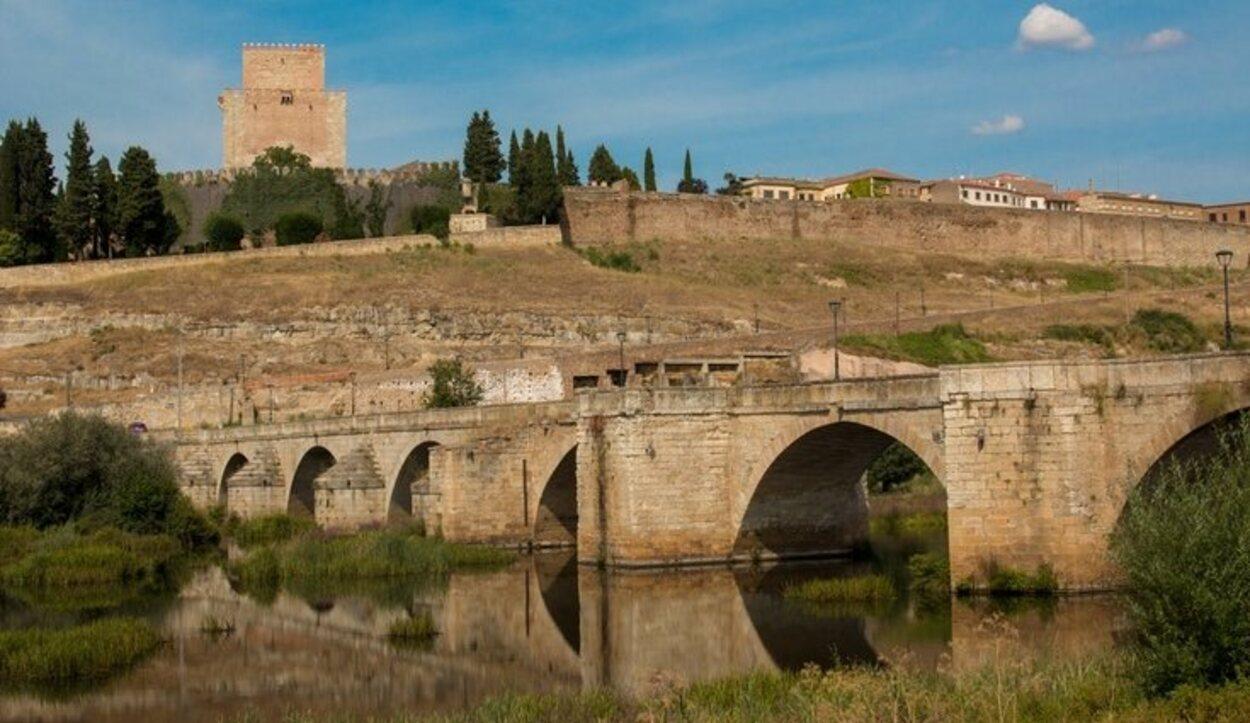 El puente romano de Ciudad Rodrigo se levanta sobre el río Águeda