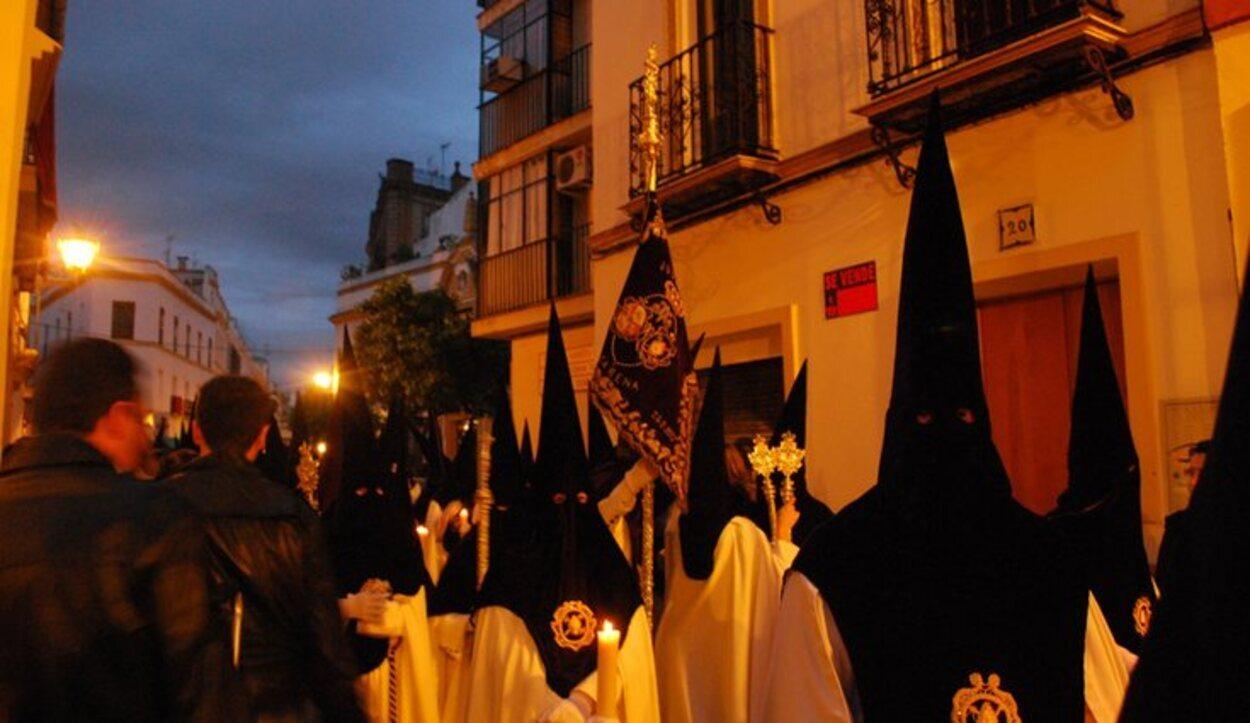 El Silencio inicia las cofradías del Viernes Santo