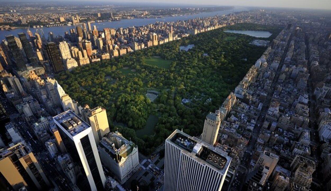 Un plan diferente puede ser sobrevolar los rascacielos de nueva York