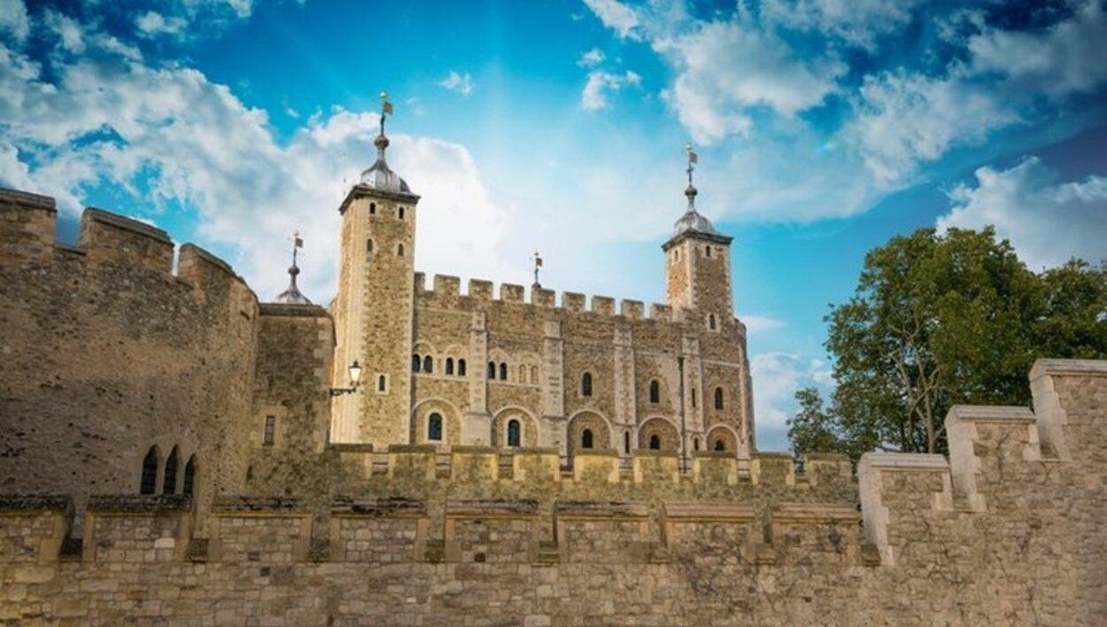 La Torre de Londres fue construida en 1066 y era utilizada como prisión