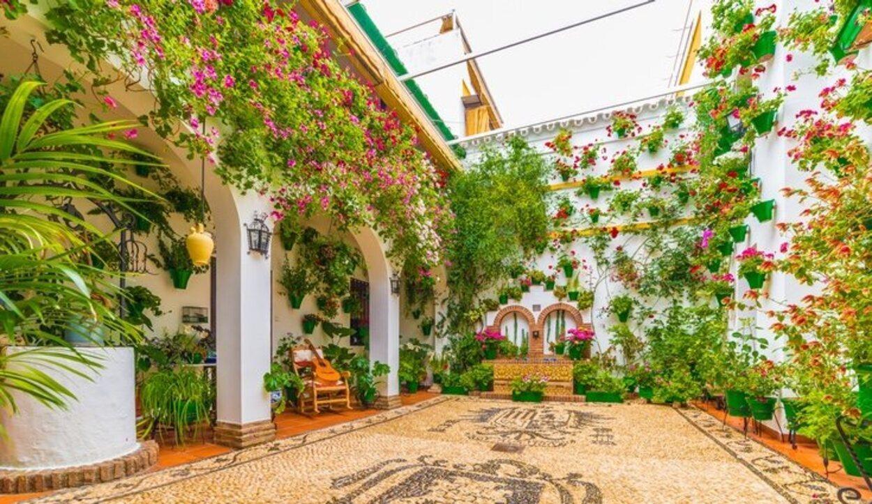Los patios de Córdoba se llenan de flores en el mes de mayo