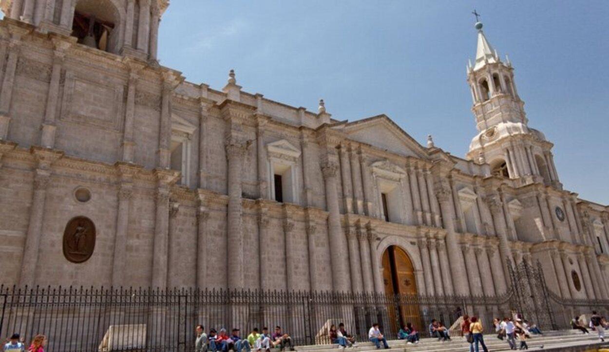 La Catedral de Arequipa en la Plaza de Armas