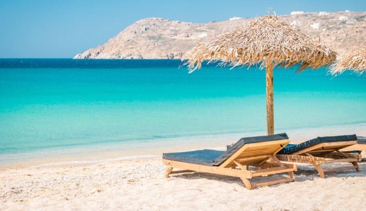 Las mismas playas son las que albergan el ambiente de fiesta, también muy característico de esta isla