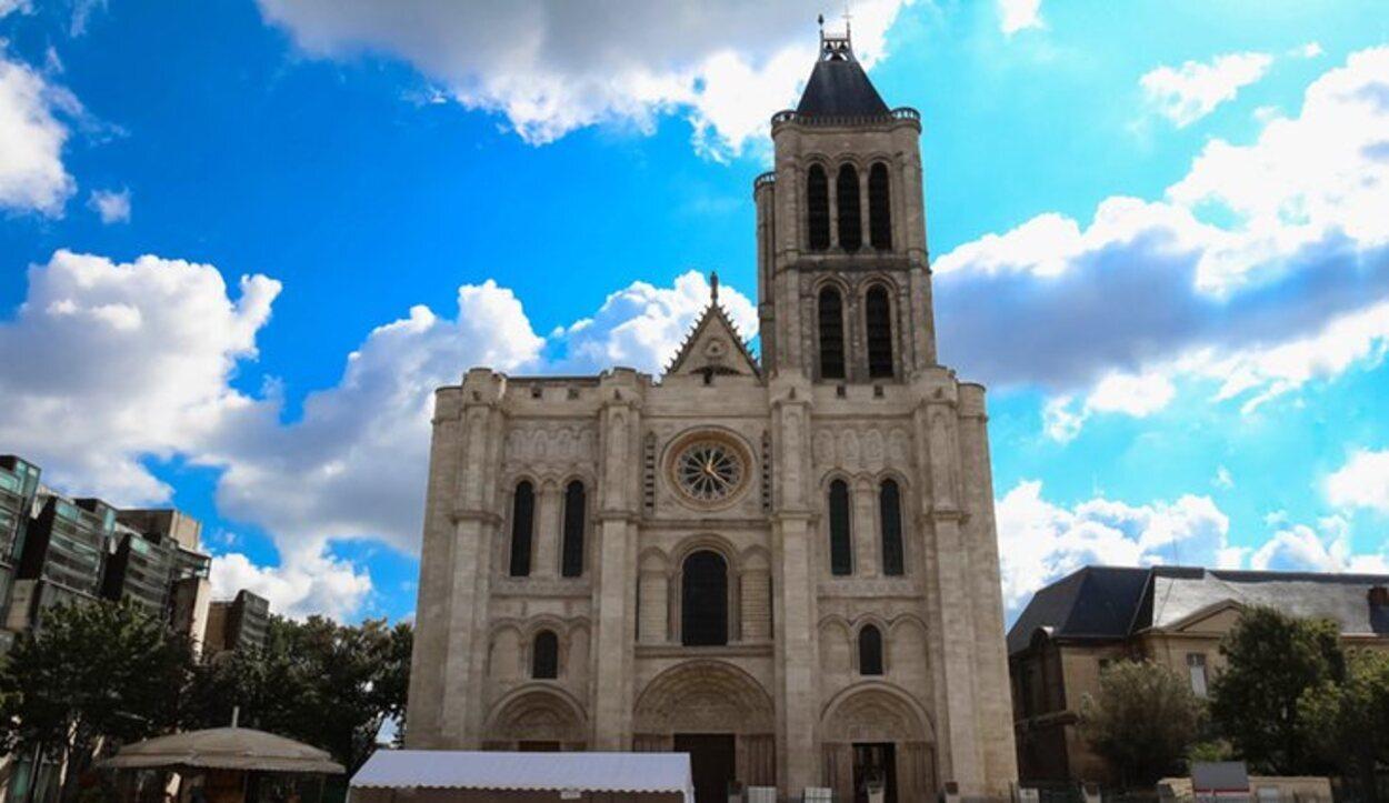 La Basílica-Catedral de Saint-Denis sirvió de panteón real