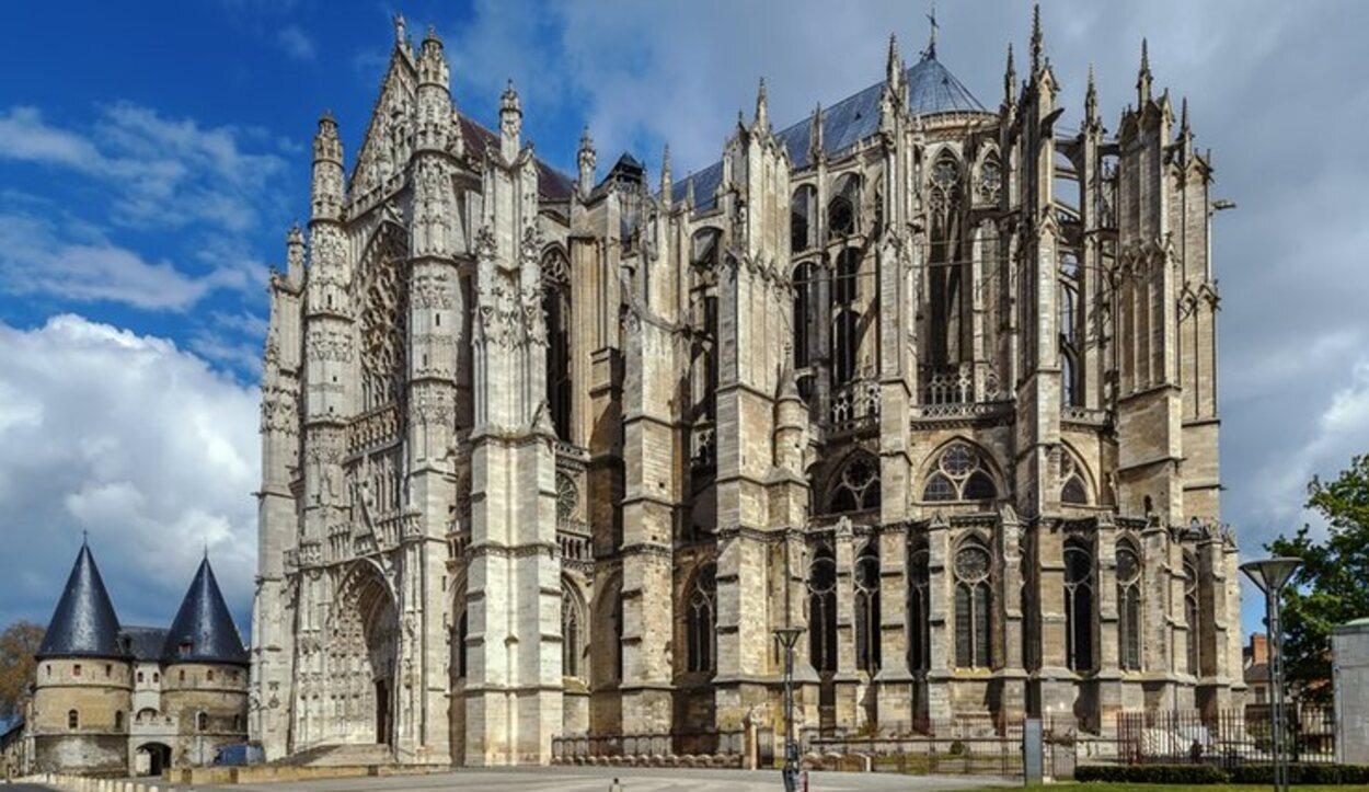 La Catedral de San Pedro de Beauvais se usa como referente de catedrales góticas