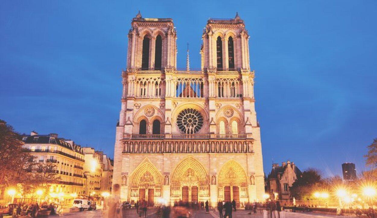La aguja de la Catedral de Notre-Dame es de estilo neogótico
