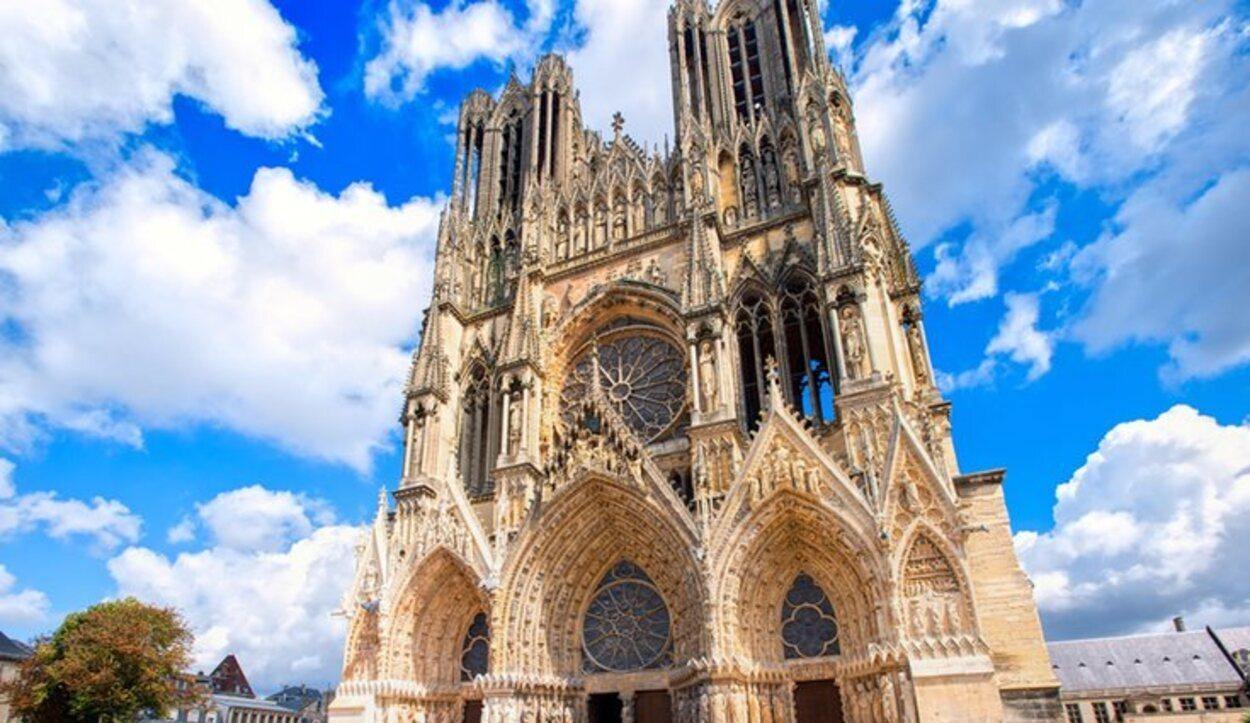 La Catedral de Notre-Dame de Reims ha sido atacada múltiples veces
