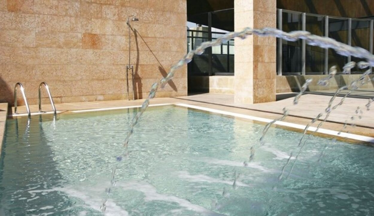 Lo que más llama la atención del Hotel Urban G.L es su impresionante piscina exterior | Foto: Hotel Urban