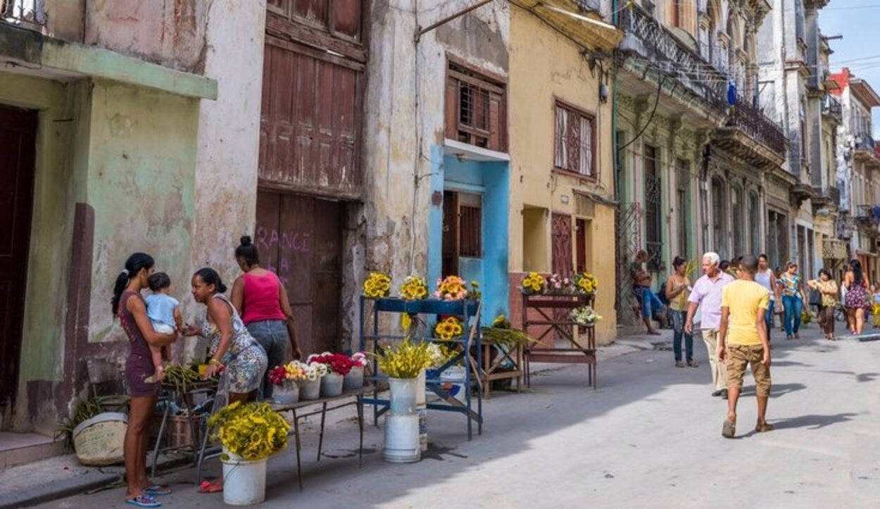 Callejear por La Habana Vieja es uno de los muchos atractivos turísticos