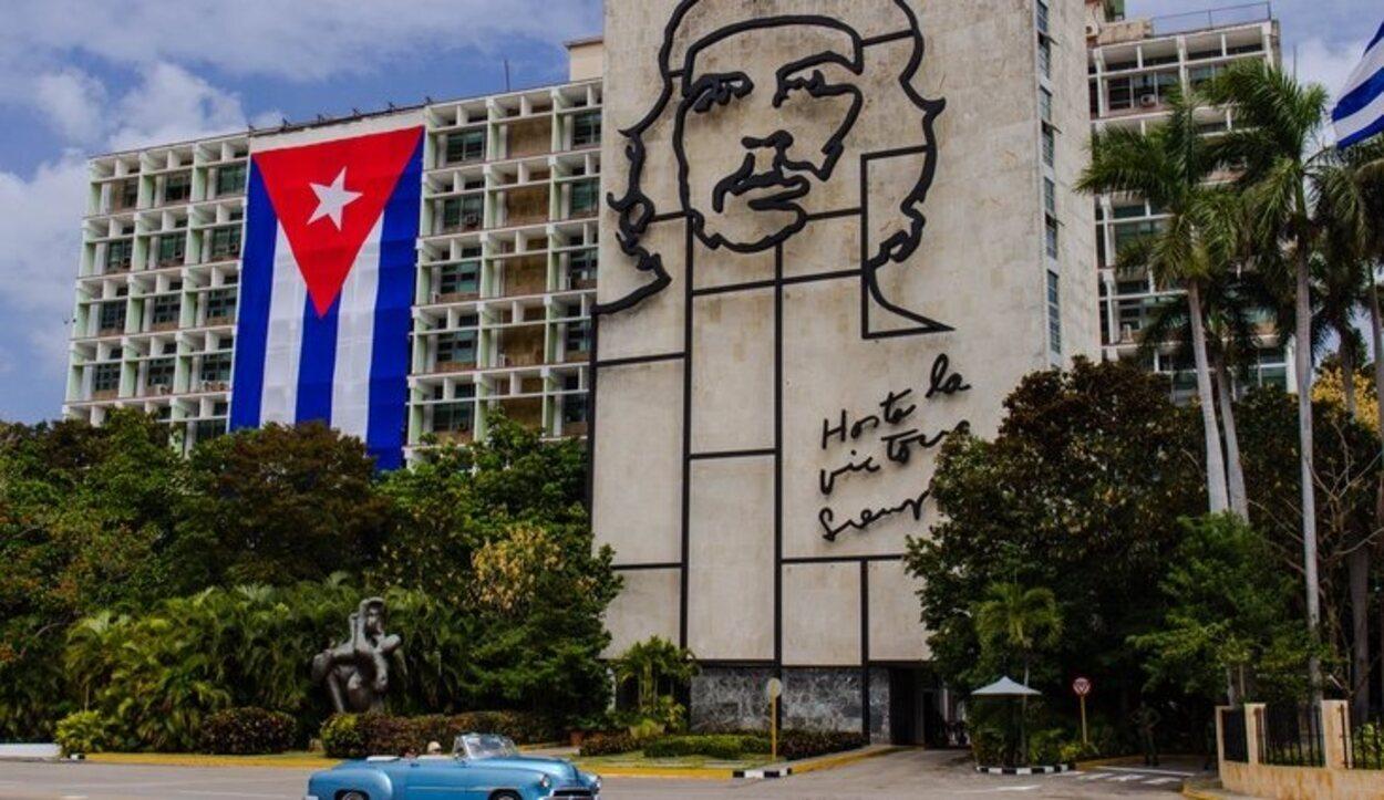 La famosa fachada del Che Guevara se encuentra en la Sede Central del Gobierno
