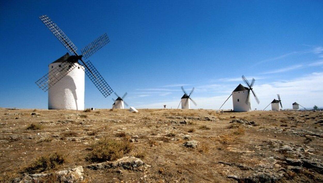 Los molinos de viento son el símbolo turístico de Campo de Criptana