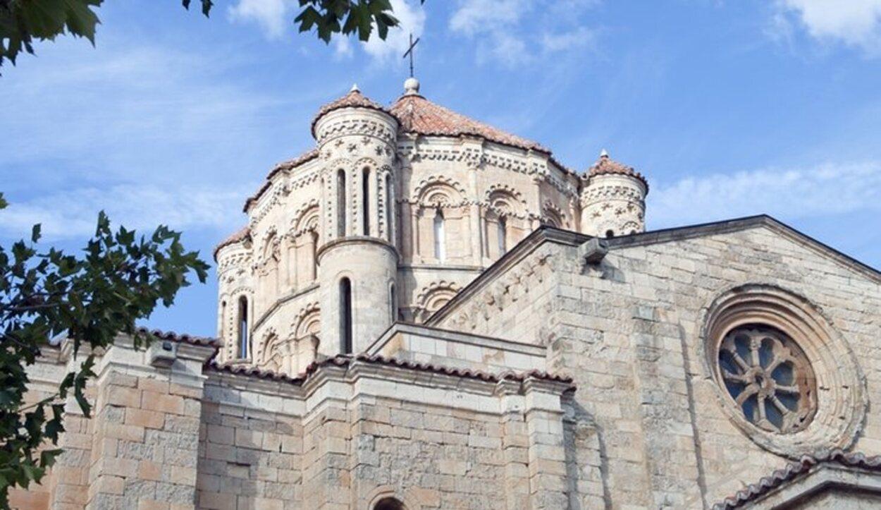 La Colegiata de Santa María la Mayor es uno de los monumentos más aclamados de la ciudad