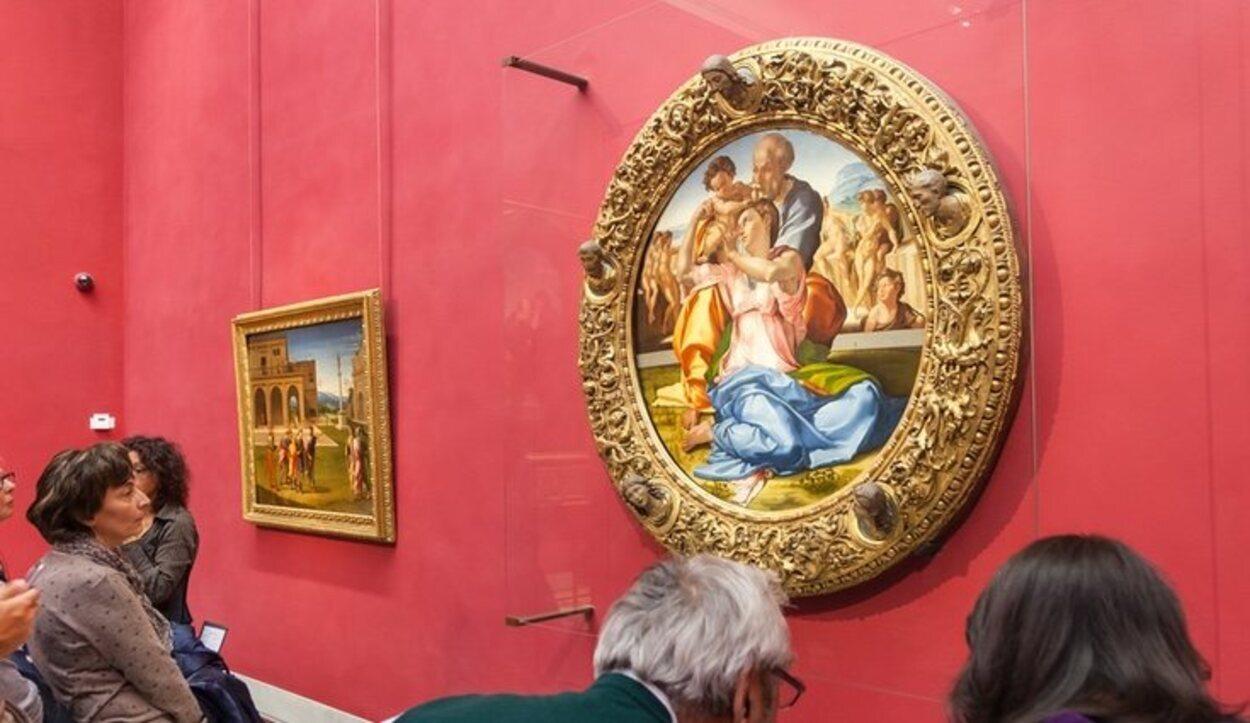 El Tondo Doni en la sala de Miguel Ángel de la Galería Uffizi