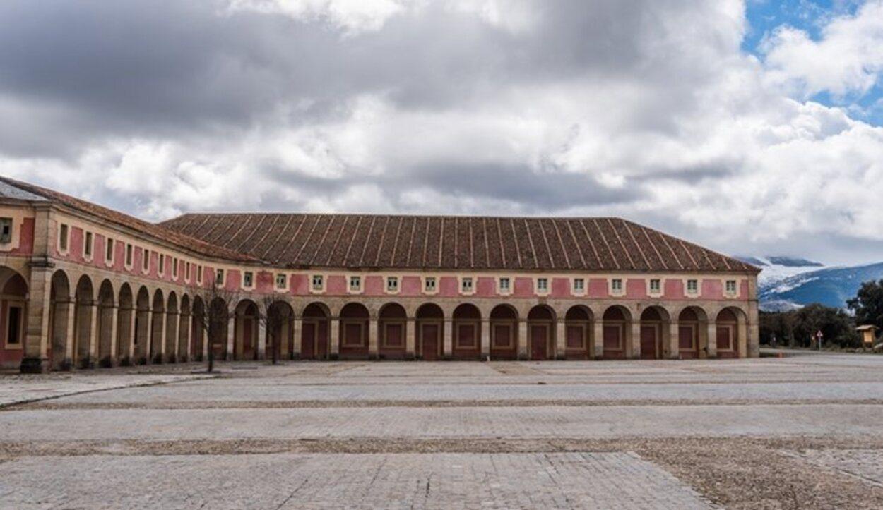 El Palacio de Riofrío está situado en el Real Sitio de La Granja de San Ildefonso