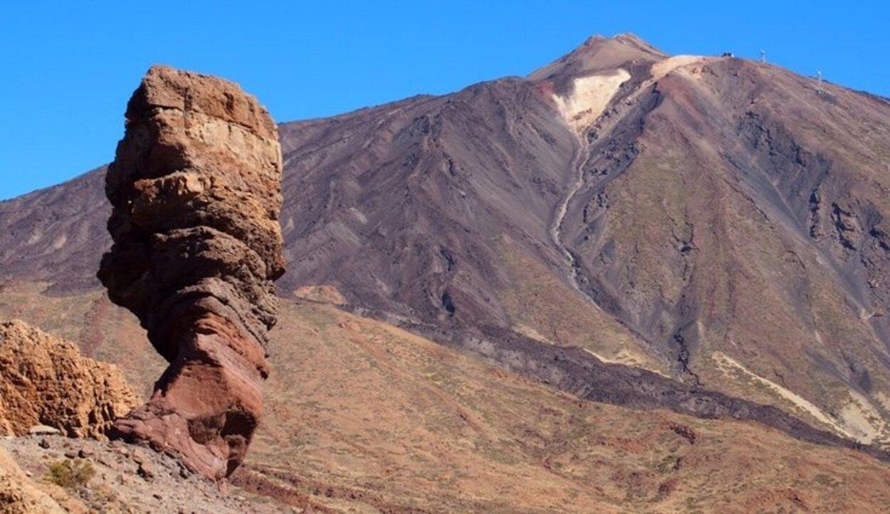 Los turistas se pueden subir hasta la cima del Teide y disfrutar de la isla