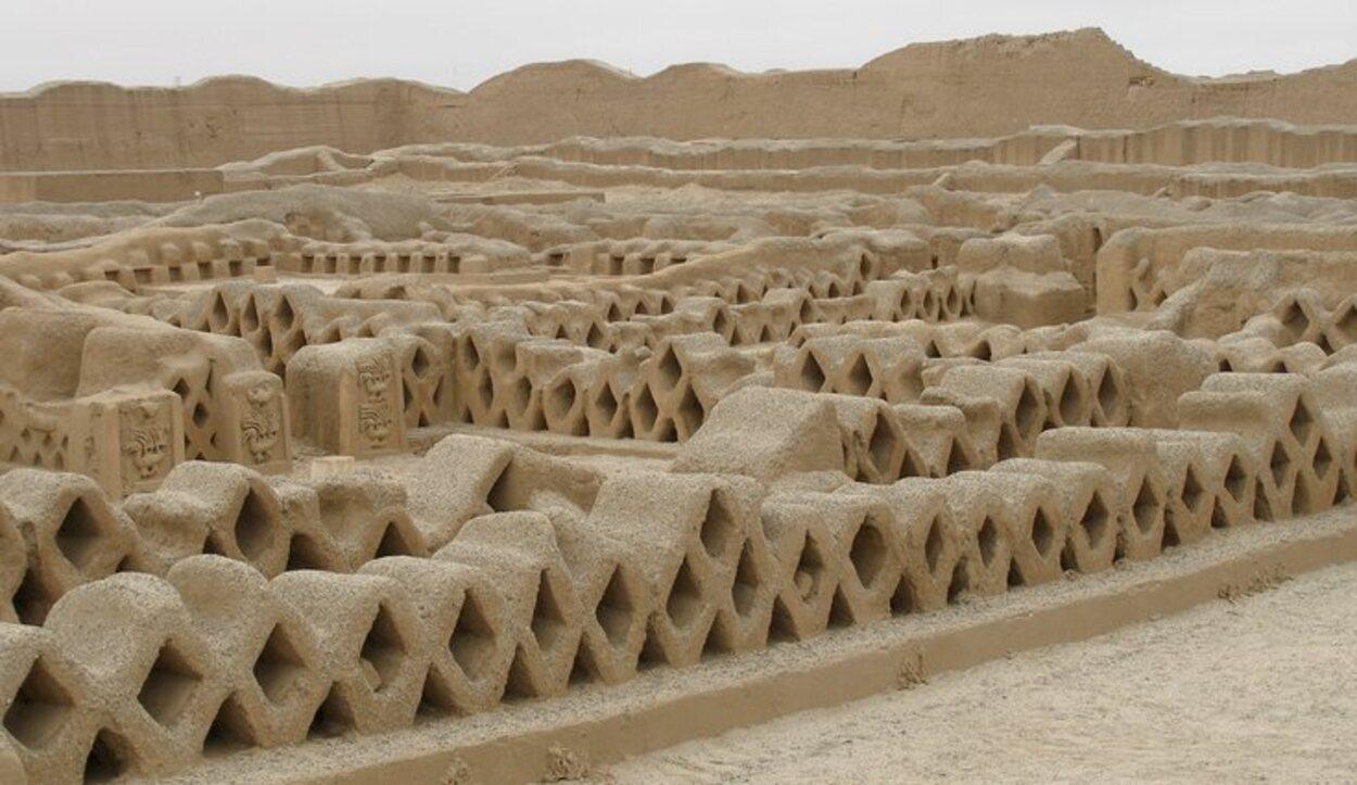 Chan Chan tiene muros de hasta doce metros de alto y seiscientos de largo