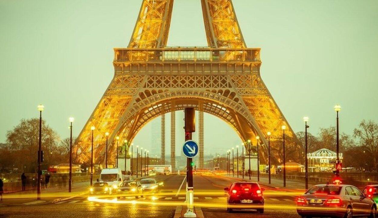 La mayor parte de turistas llega a París por los 3 aeropuertos más cercanos