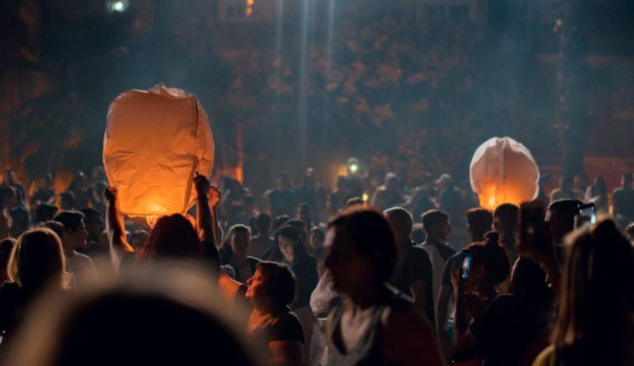 La Malagueta llena su cielo de luz cada Noche de San Juan