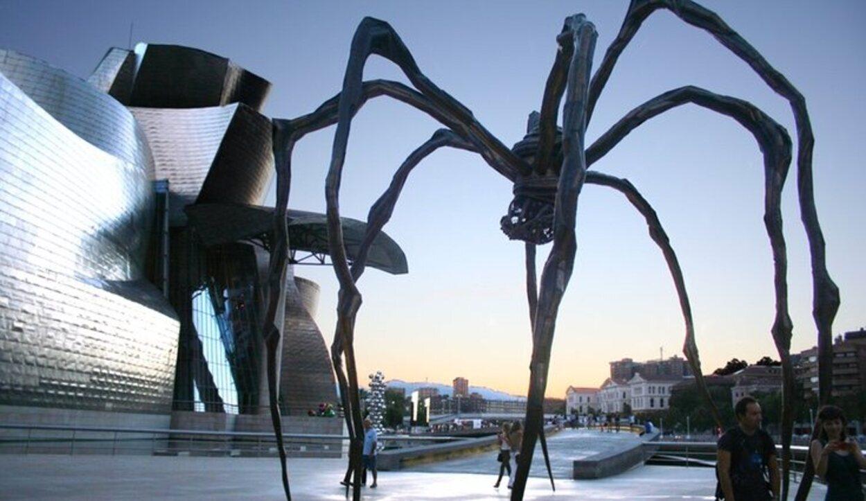 La famosa araña es una escultura llamada 'Mamá'
