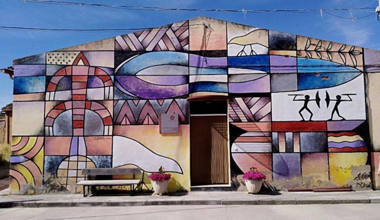 Fachada del Centro de Estudios Vacceos Federico Wattenberg, obra de Manuel Sierra