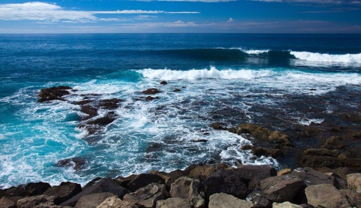 La Playa de las Nueves está situada en la zona comercial de Agaete