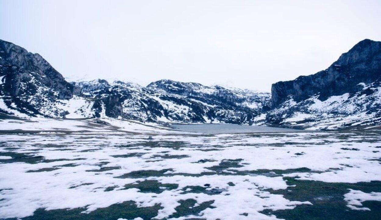Es mejor ir en primavera, ya que en invierno el lago está helado