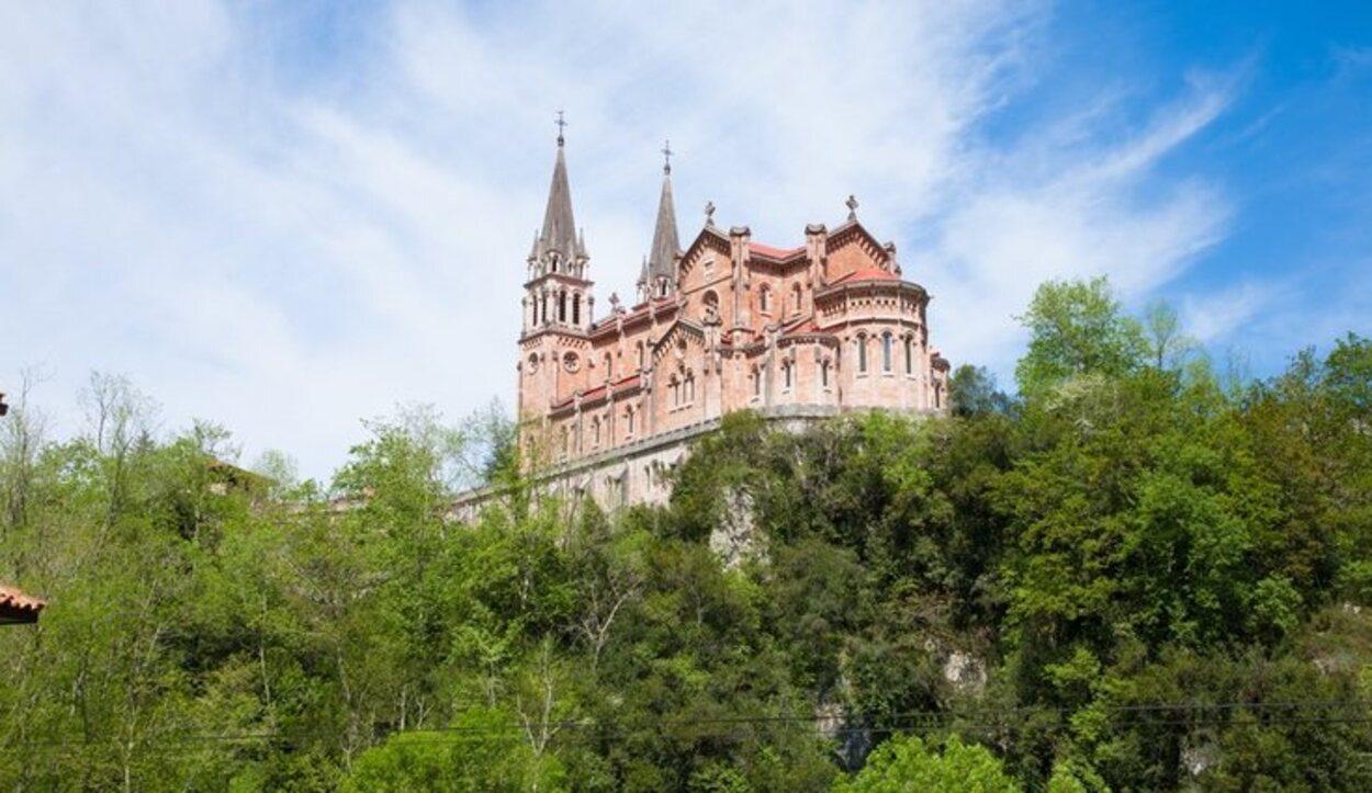 Covadonga es un símbolo histórico del nacimiento de los reinos hispánicos