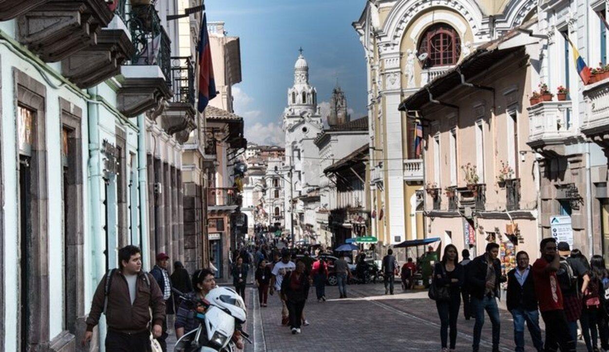 La calle de las Siete Cruces recibe ese nombre por las siete cruces de las iglesias que están a su paso