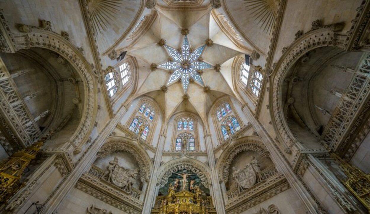 El cimborrio ilumina el interior de la catedral además de la tumba de El Cid