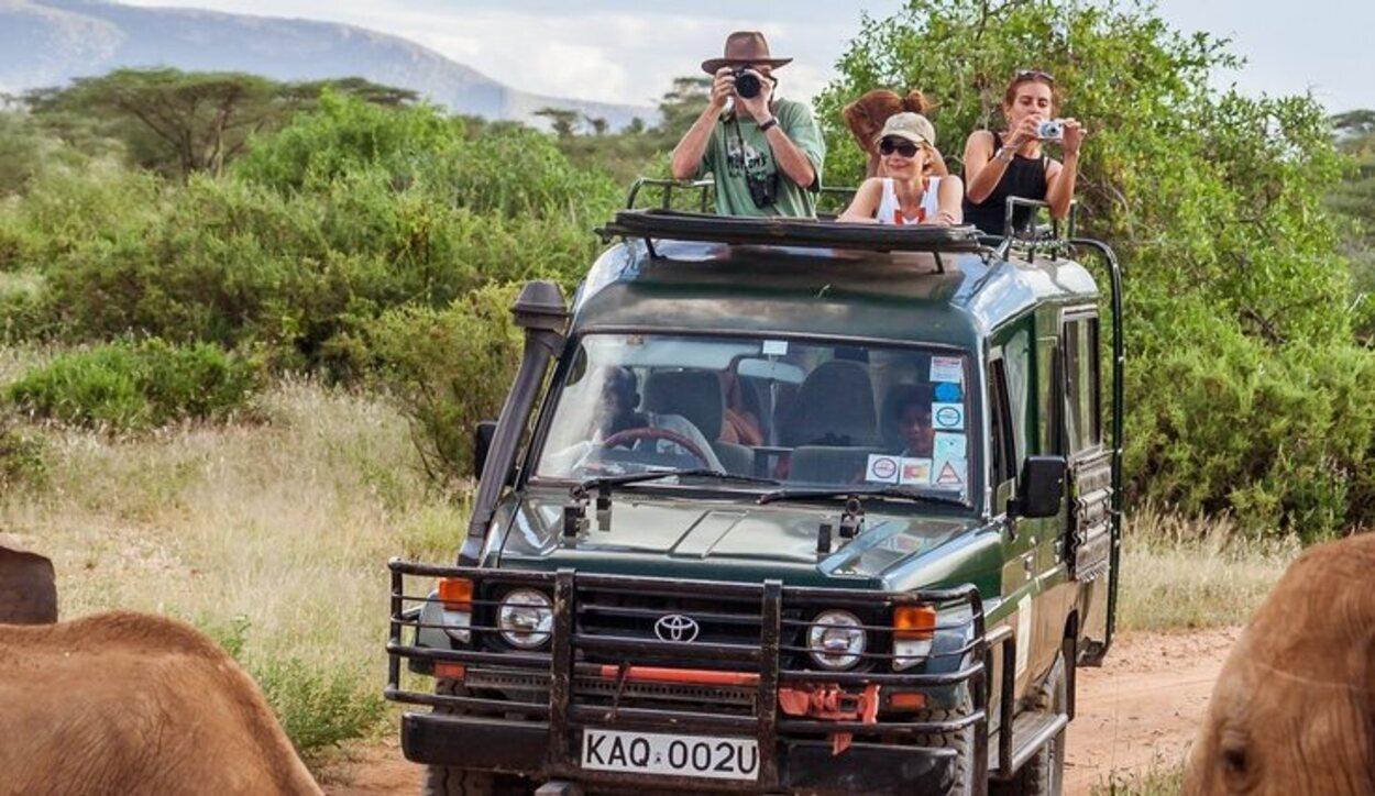 La mayoría de los visitantes suelen llevar cámara para inmortalizar el momento