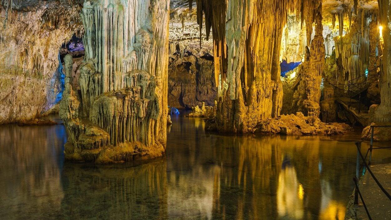 Interior de las Cuevas de Nettuno