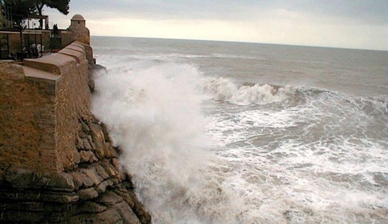 El Bufador es un agujero formado de manera natural que deja pasar el agua del mar | Foto: Samarucs.com