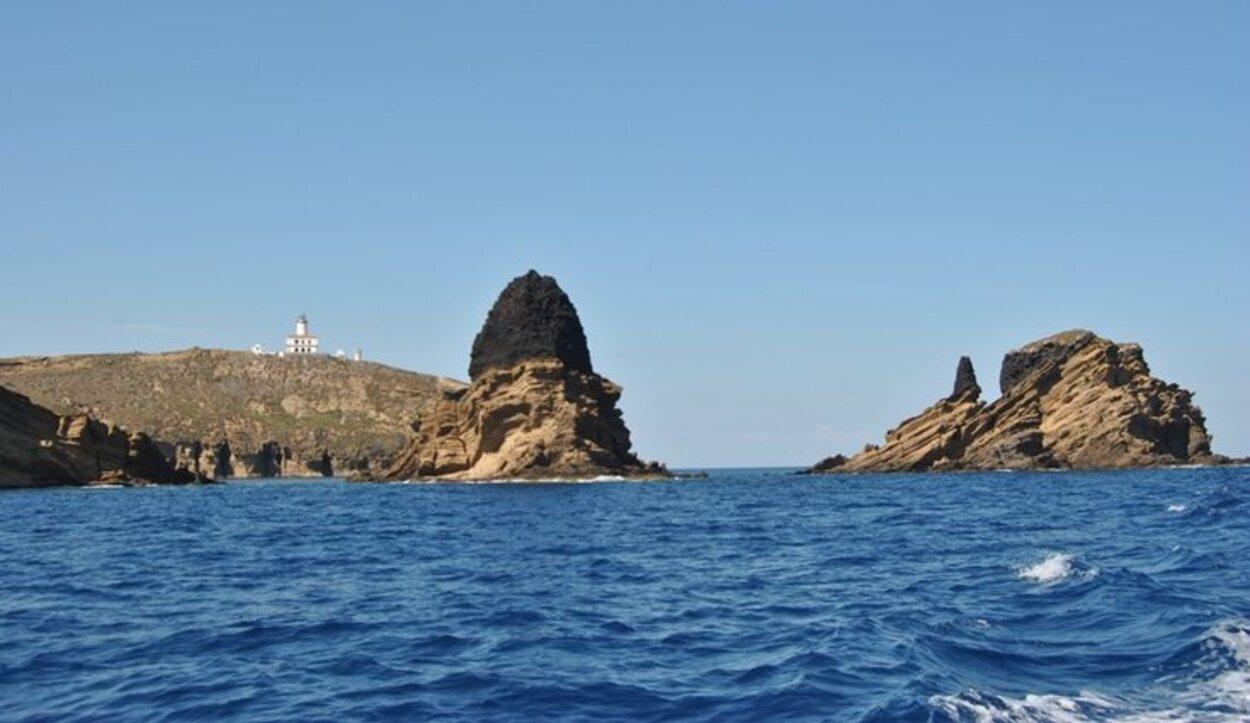 Las Islas Columbretes son un gran destino turístico por su playa, animales y vegetación