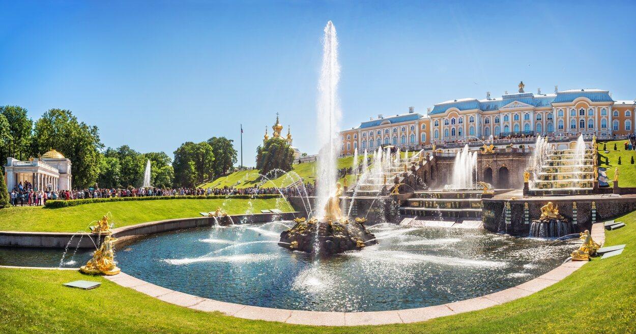 Una de las fuentes del Palacio de Peterhof