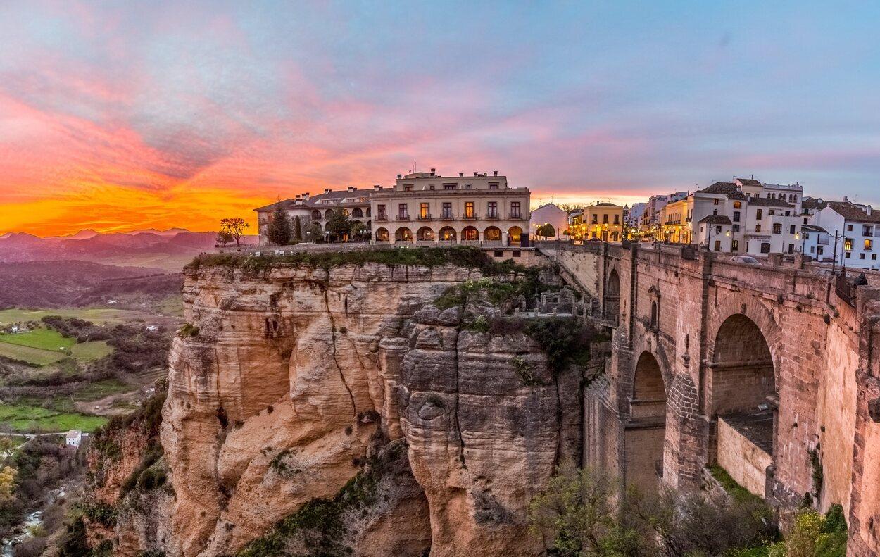 Ronda es una pequeña ciudad donde se podrán apreciar grandes paisajes