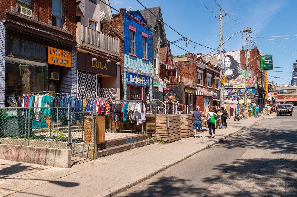 En Kensignton Avenue existe una gran cantidad de puestos de comida y ropa