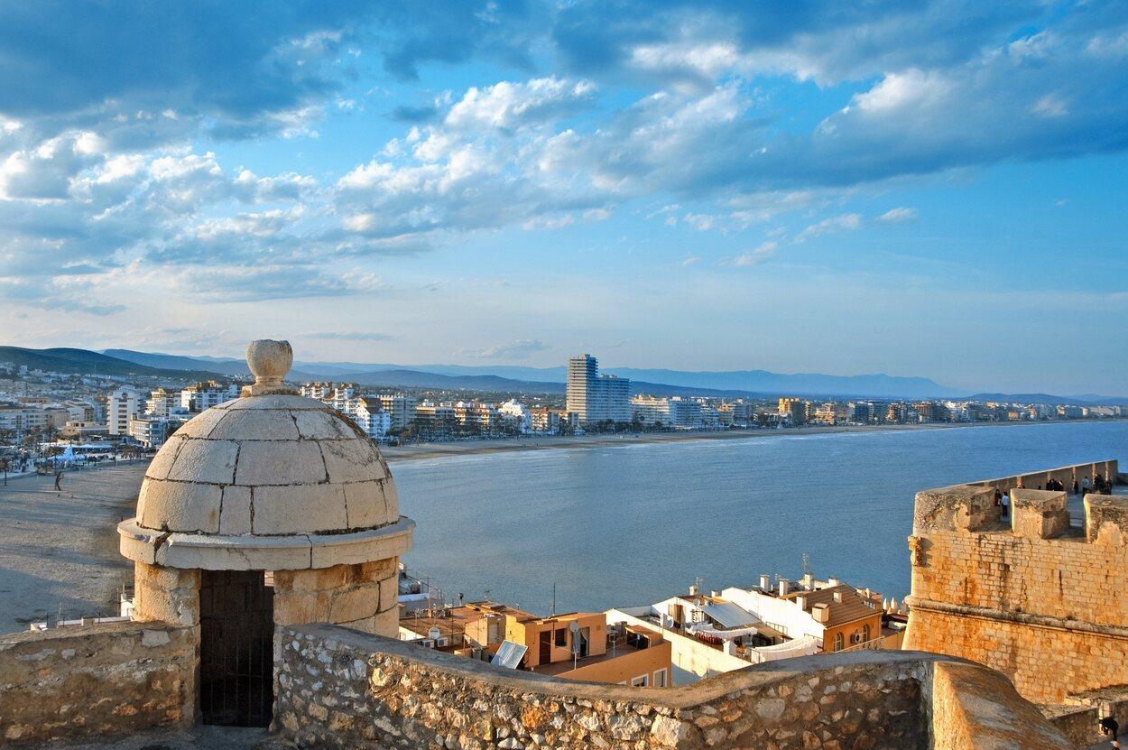 La playa del Norte es característica de Peñíscola por las vistas que tiene