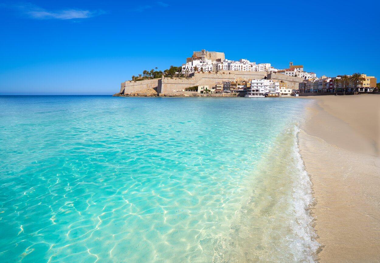 Peñíscola está formada por playas que ofrecen distintos servicios