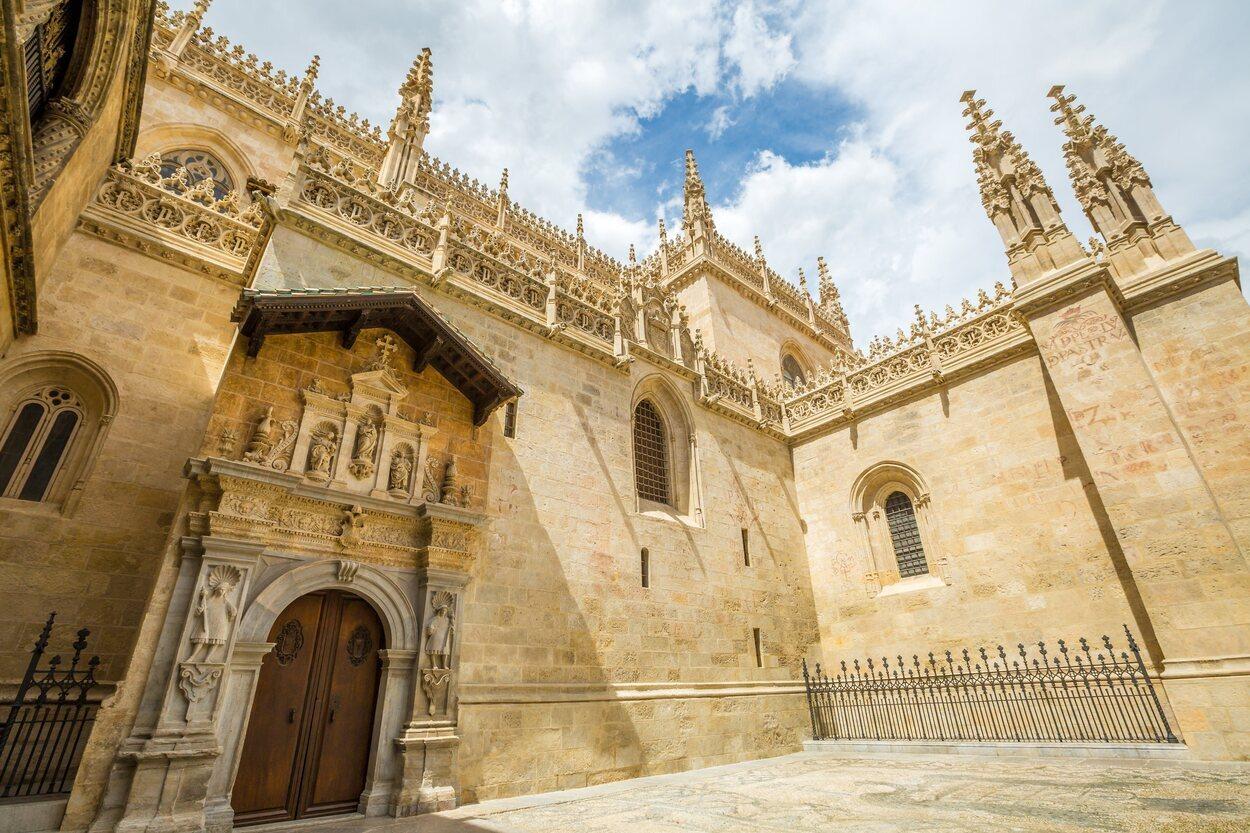 Es la sede de la archidiócesis de Granada