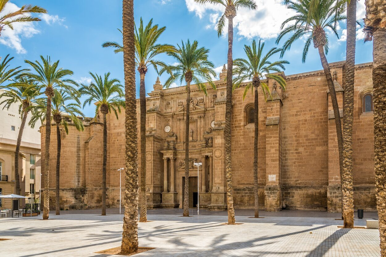 La catedral de Almería está rematada por Ventura Rodríguez