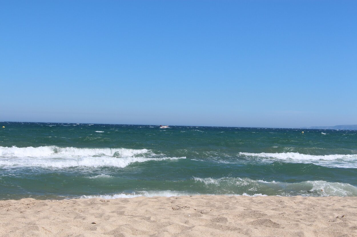 La playa Empuriabrava es de olas constantes