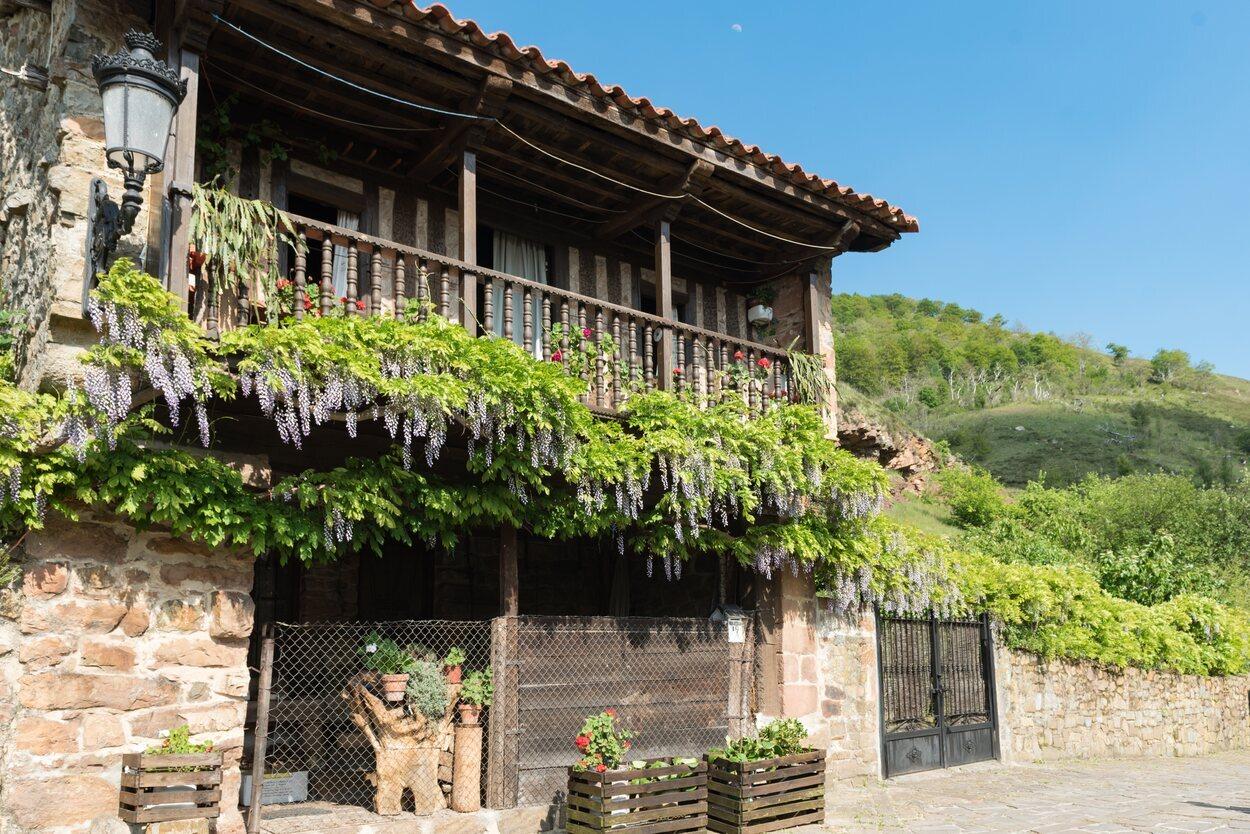 Bárcena Mayor es un pequeño pueblo con mucho encanto
