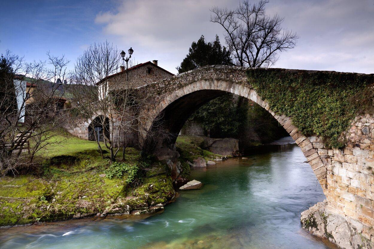 Es imprescindible sacar un foto al puente de Liérganes