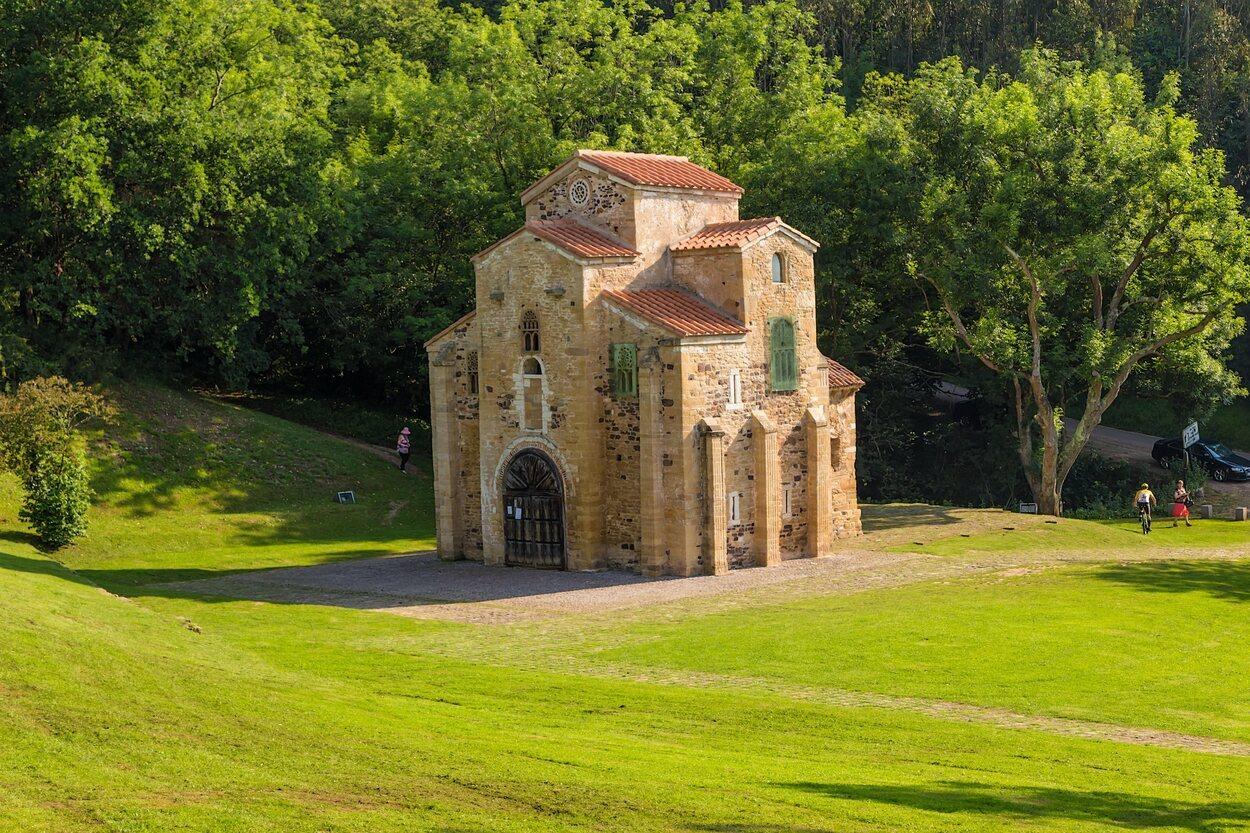 La Iglesia de San Miguel de Lillo se encuentra en el monte Naranco de Oviedo