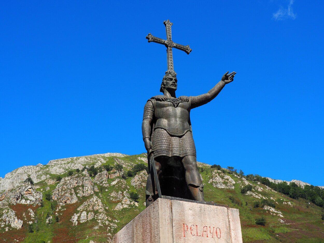 Estatua de Don Pelayo, primer Monarca del Reino de Asturias