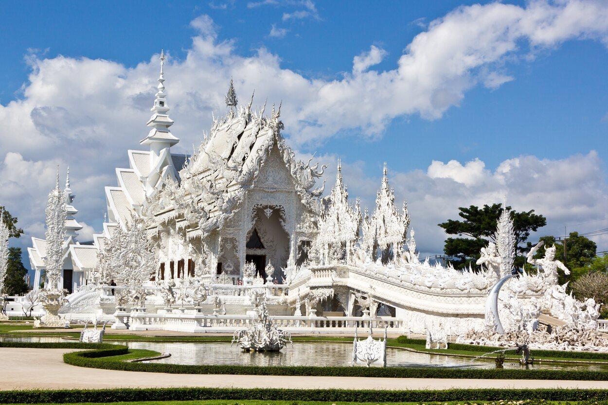 El templo blanco es un templo contemporáneo budísta e hinduísta