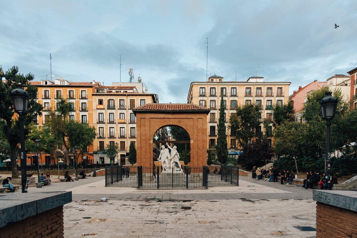 La Plaza del 2 de mayo es una de las más frecuentadas del centro de Madrid