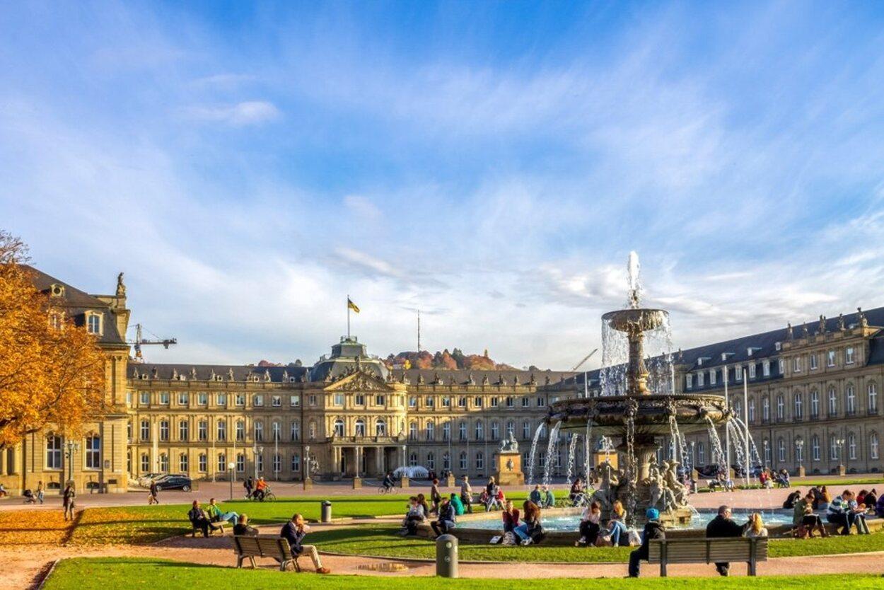 La Plaza del Castillo es el principal punto turístico de la ciudad